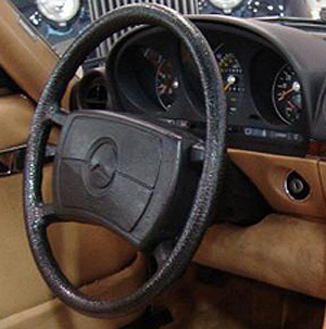 1985 380SLs equipped with a driver side airbag have steering wheels of this design.