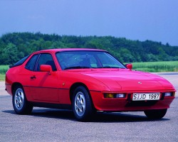 While the body was unchanged on 1987-88 924S models, the engine, drive train, brakes, suspension, and electrical system were now parts of Porsche's own design taken from the 944 in place of VW and Audi parts originally used.