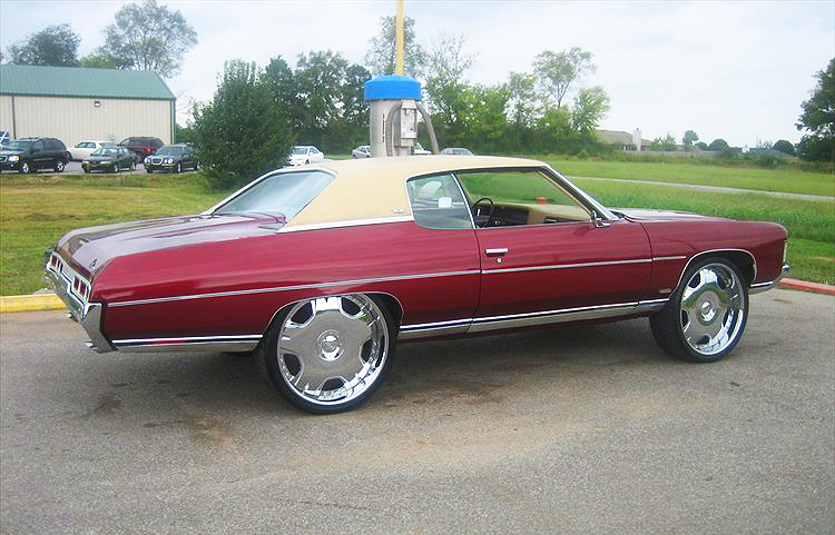 (DONK)  1972 Chevrolet Caprice coupe.