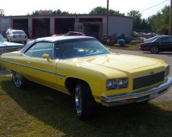 (DONK)  1975 Chevrolet Caprice convertible with 26-inch rims.