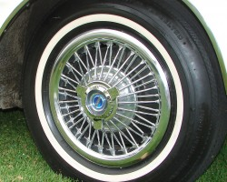1964 Ford Mustang wire wheel cover