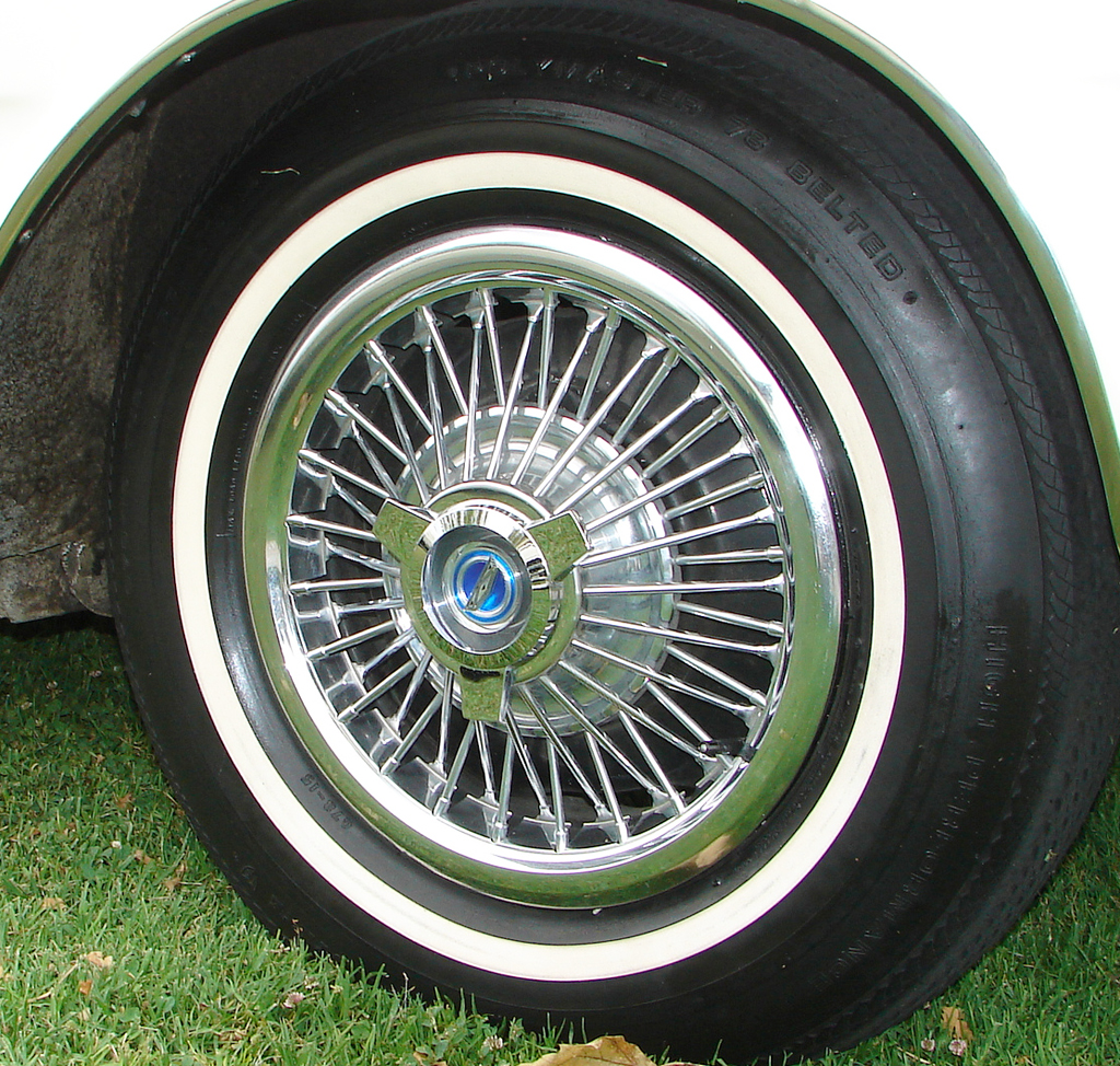 1966 Ford Mustang wire wheel cover