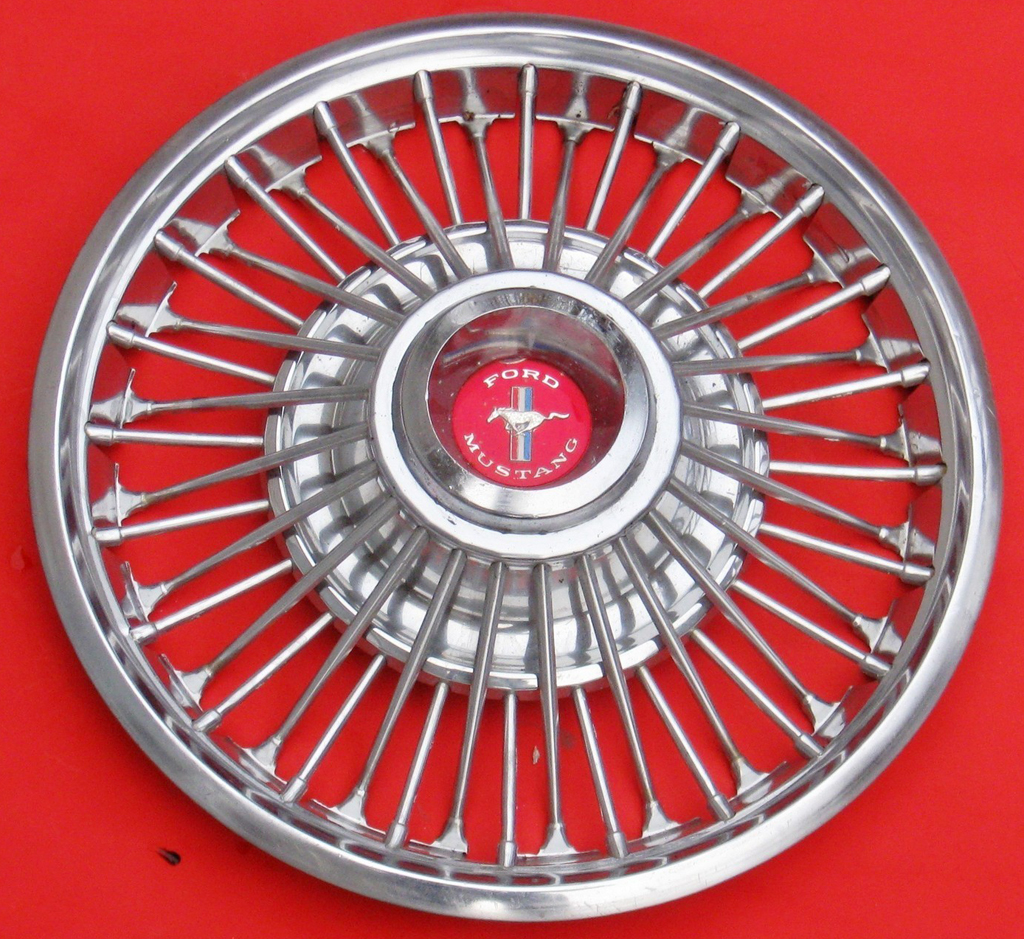 1967 Ford Mustang wire wheel cover
