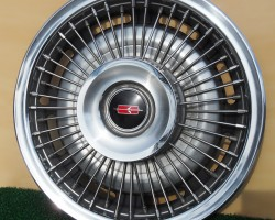 1968 Oldsmobile wire wheel cover
