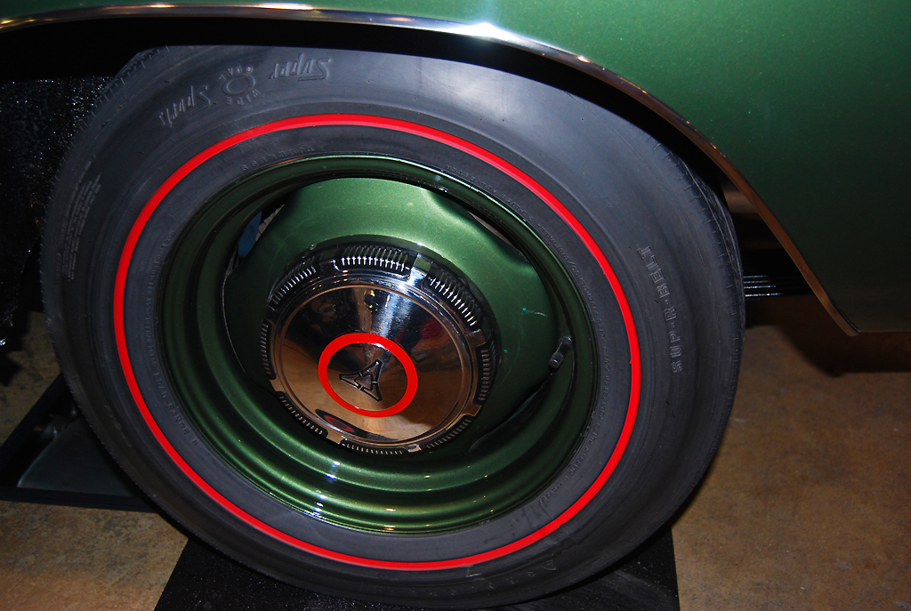 1969 Dodge Charger RT Hemi wheel with center hub cap