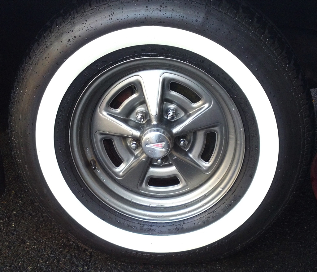 1975 Pontiac Grand Ville rallye wheel