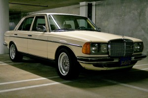 1983 mercedes 300d right front view classic cars today for 1983 mercedes benz 300td