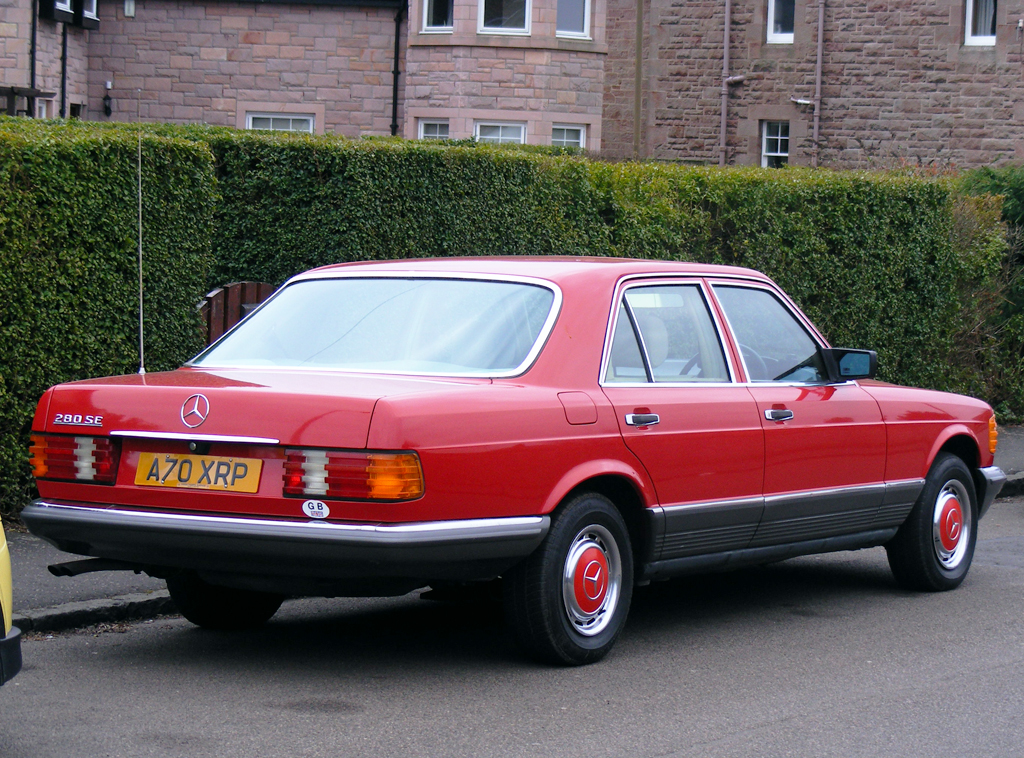 red mercedes 126