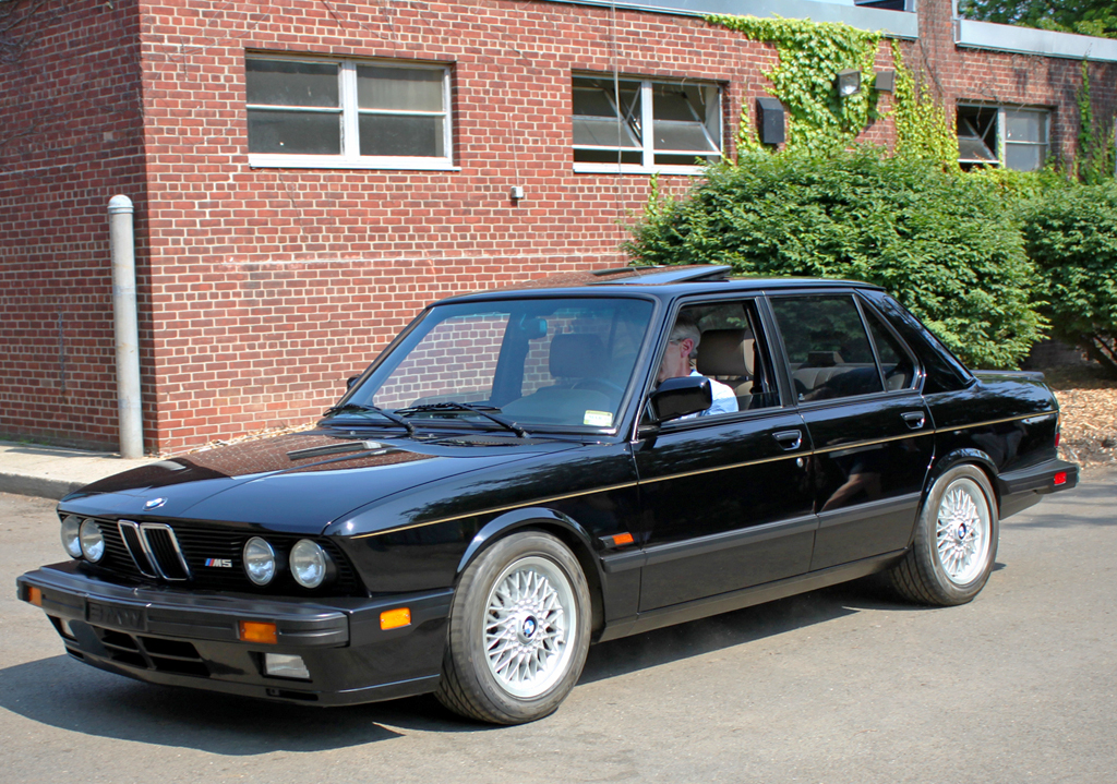 BMW M Side View CLASSIC CARS TODAY ONLINE - 1988 bmw m5