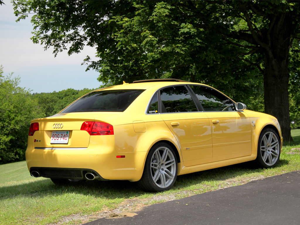 yellow 2008 Audi RS4