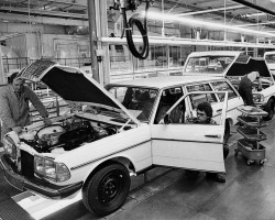 Mercedes 123 assembly line