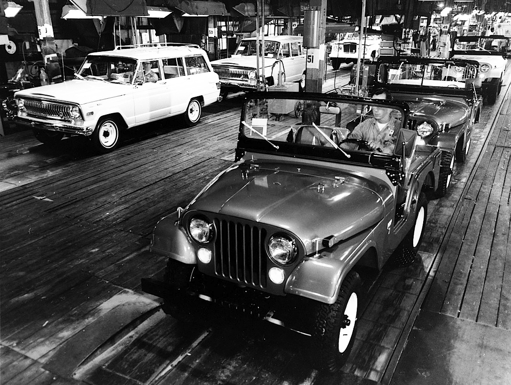 Jeep CJ-5 Wagoneer assembly line