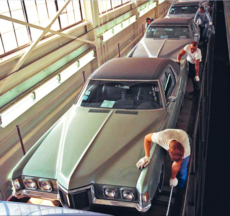 1970 Pontiac Grand prix assembly line