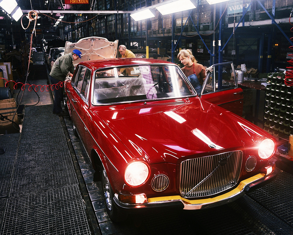 1971 Volvo 164 assembly line