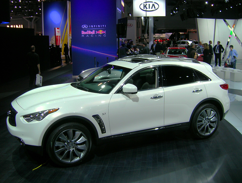 2013 infiniti fx37 at the 2013 new york auto show