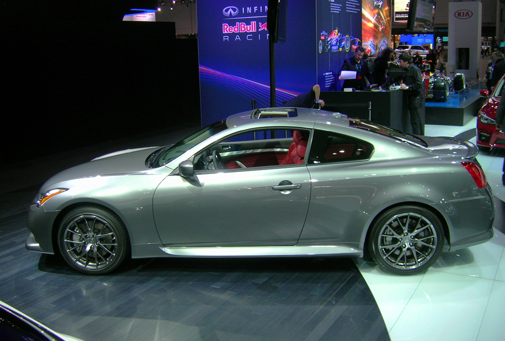 2013 infiniti g37 coupe at the 2013 new york auto show classic cars today online. Black Bedroom Furniture Sets. Home Design Ideas