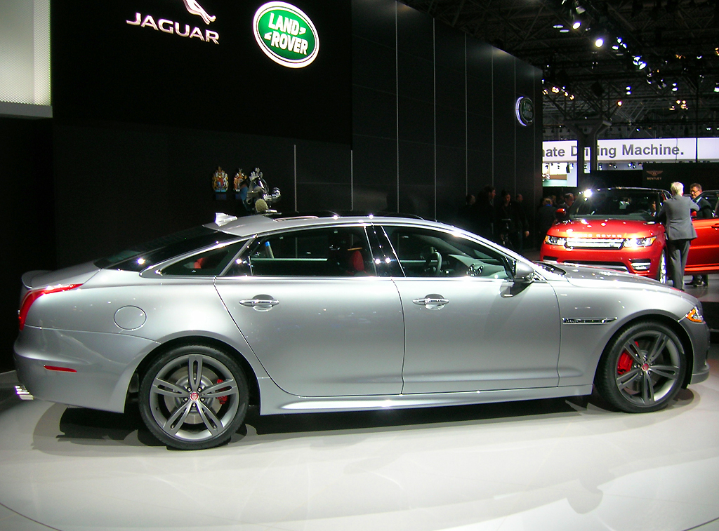 2014 jaguar xjl long wheelbase sedan at the 2013 new york. Black Bedroom Furniture Sets. Home Design Ideas