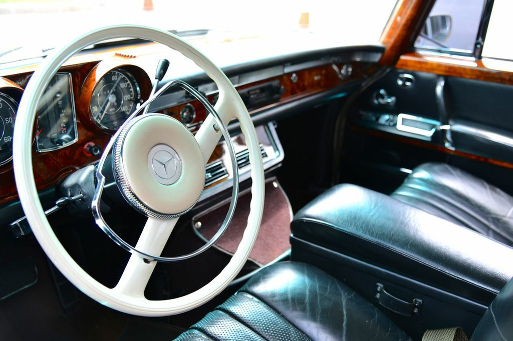 1967 Mercedes 600 steering wheel