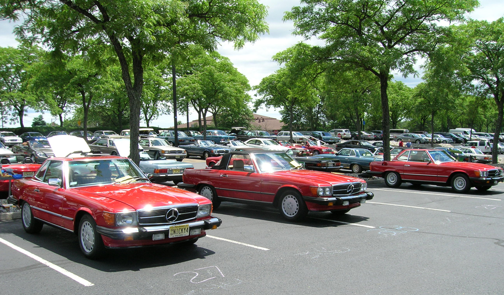 red Mercedes 560SL 380SL