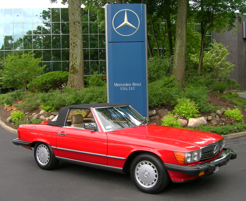 1988 Mercedes 560SL at the 2013 Mercedes June Jamboree car show