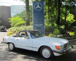 white 1989 Mercedes 560SL
