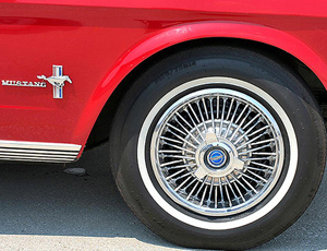 Ford Mustang wire wheel cover