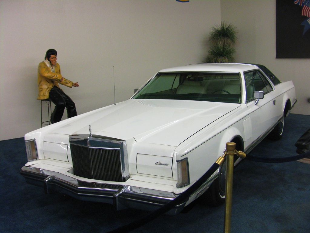 Elvis 1977 Lincoln Mark v
