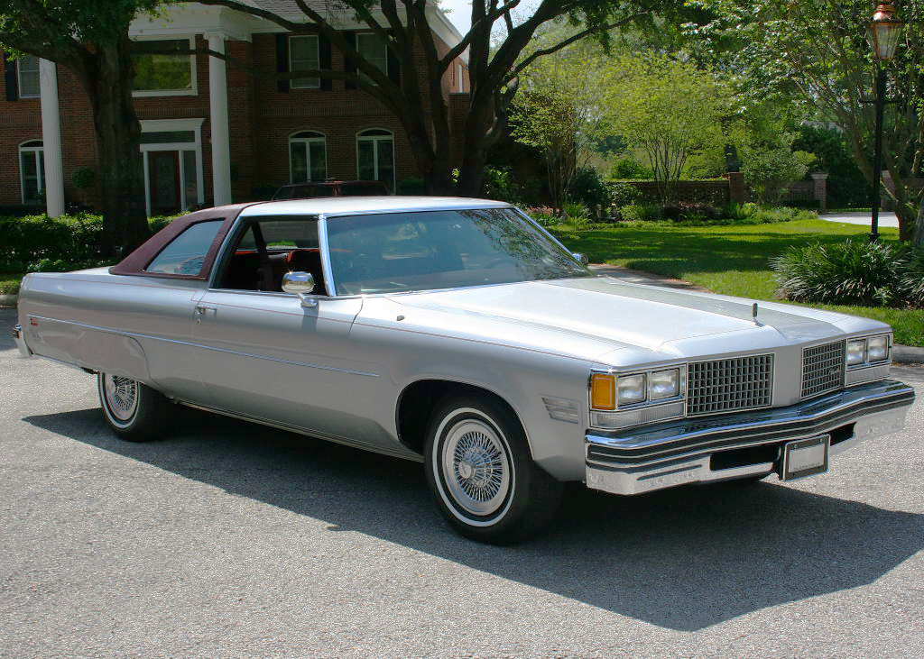 1976 Oldsmobile 98 With Wire Wheel Covers