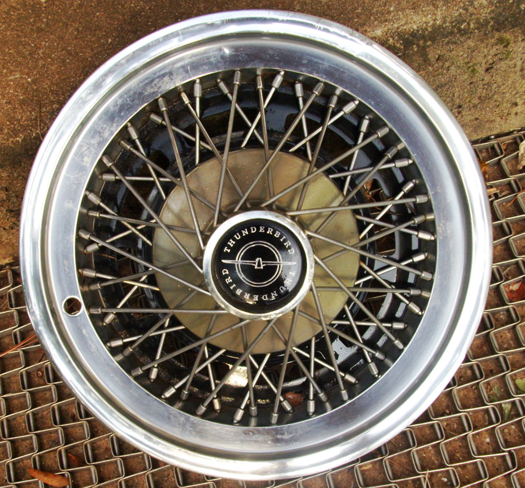 1974 Ford wire wheel cover