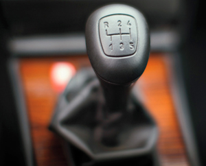 A Mercedes-Benz 5-speed manual transmission offered on 1980s 190E and 300E models would have allowed enough wheelspin to create a fishtail effect.