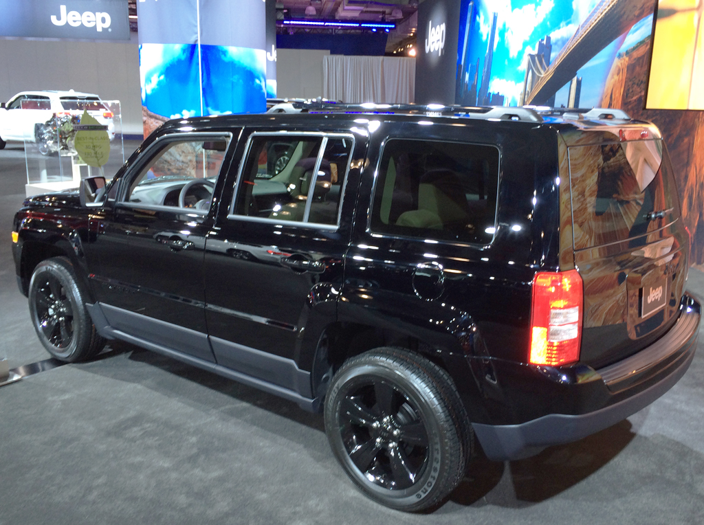 2014 jeep patriot at the 2014 new york auto show classic. Black Bedroom Furniture Sets. Home Design Ideas