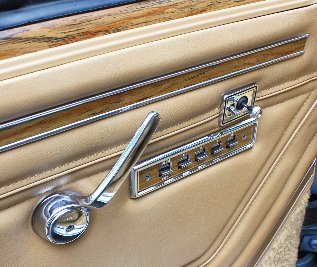 1988 jeep grand wagoneer driver door panel control switches classic cars today online. Black Bedroom Furniture Sets. Home Design Ideas