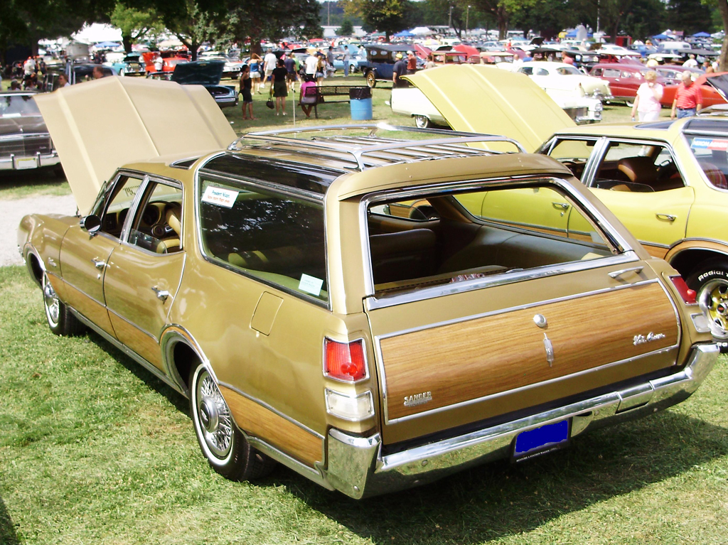1969 Oldsmobile Vista Cruiser Wagon With 14 Inch Wire Wheel Covers Classic Cars Today Online