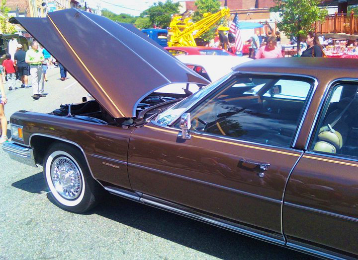 1976 Cadillac Fleetwood Brougham D'Elegance   CLASSIC CARS TODAY ONLINE