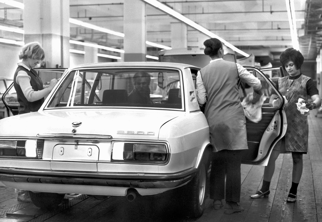 Bmw 2800 Assembly Line Classic Cars Today Online
